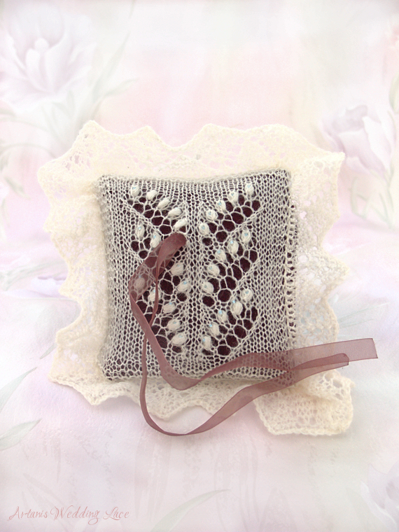 natural white knitted ring pillow with lily of the valley pattern blue beads brownish red pillow_Artanis Wedding Lace